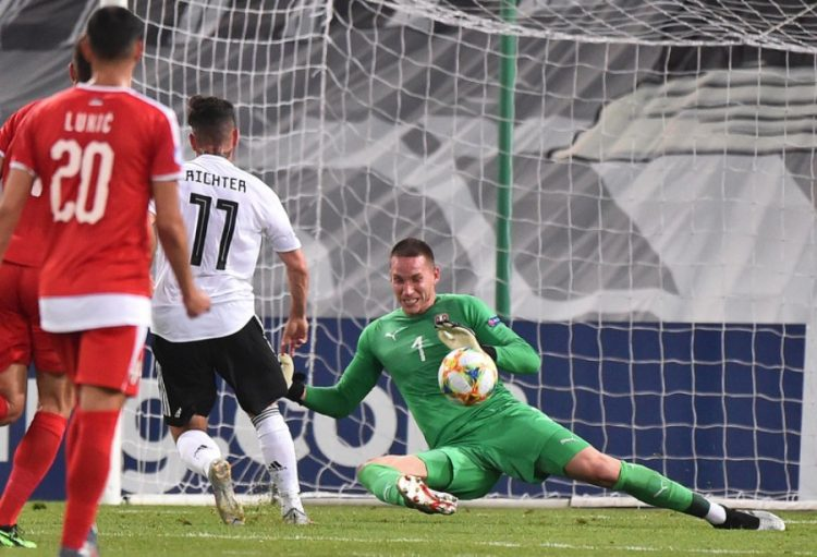 epa07661629 Germany's Marco Richter (2-L) scores the opening goal against Serbia's goalkeeper Boris Radunovic (R) during the UEFA European Under-21 Championship 2019 group B soccer match between Germany and Serbia in Trieste, Italy, 20 June 2019.  EPA-EFE/FRANCO DEBERNARDI
